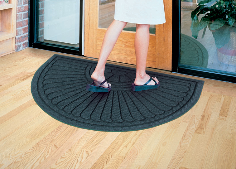 Available with cleated/smooth backing for placement on carpet/'hard floor surfaces.