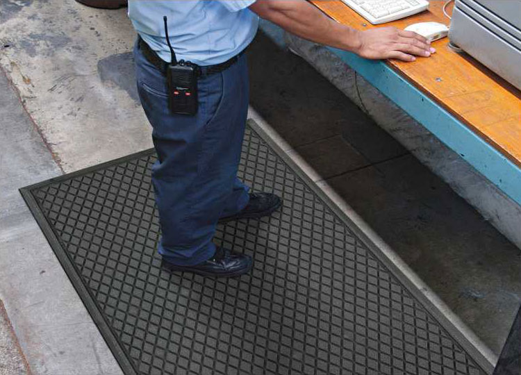Traction Hog II Slip-Resistant Mat